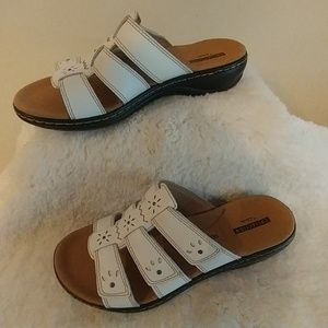 NWOT Clarks Soft Collection Sandals